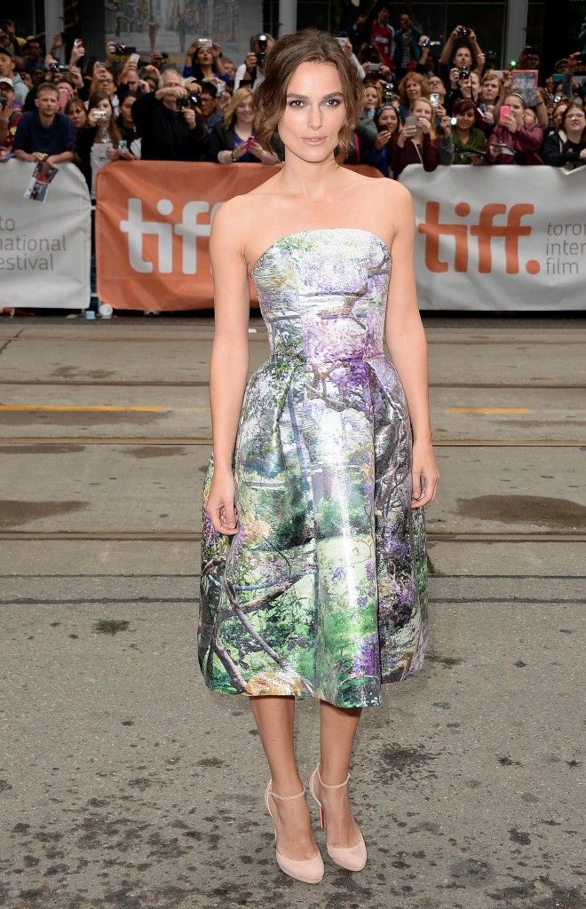 Keira-Knightley-wore-printed-dress-heels-premiere